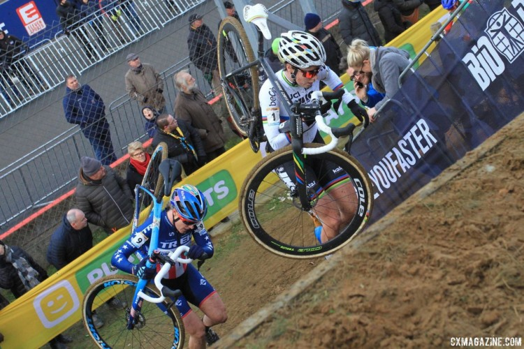 Katie Compton and Sanne Cant battled into the last lap again at Zolder. 2017 World Cup Zolder. © B. Hazen / Cyclocross Magazine
