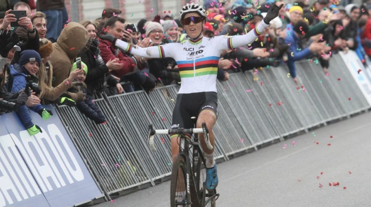 Sanne Cant took her fourth World Cup win of the season at Zolder. 2017 World Cup Zolder. © B. Hazen / Cyclocross Magazine