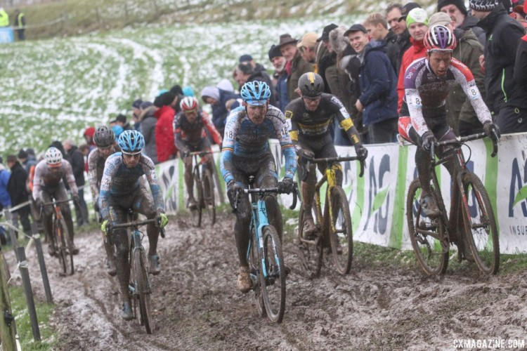 The race featured a large chase group battling for second. 2017 Vlaamse Druivencross. © B. Hazen / Cyclocross Magazine