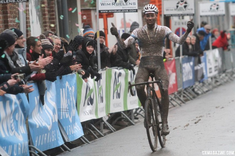 Mathieu van der Poel took the win and a nice payday. 2017 Vlaamse Druivencross. © B. Hazen / Cyclocross Magazine