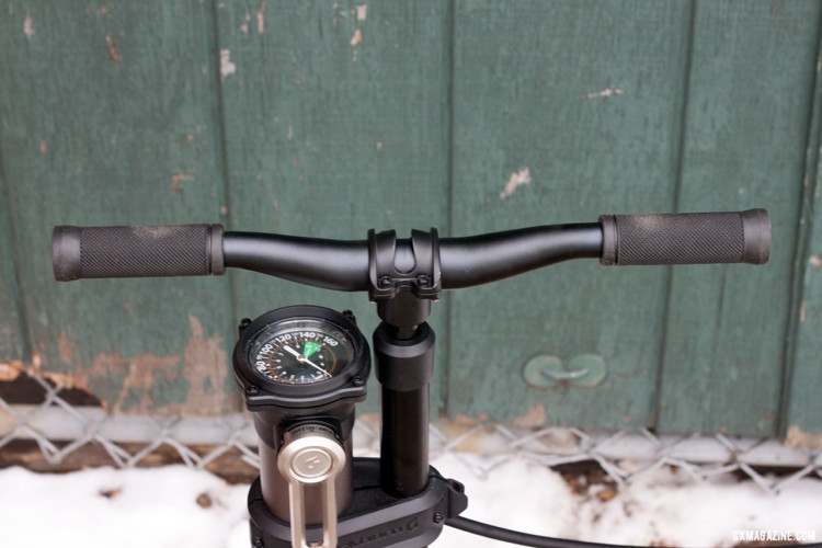 The Blackburn Chamber Tubeless Floor Pump's handle is clamped by 31.8 stem, allowing you to put your handlebar of choice in its place. © Cyclocross Magazine