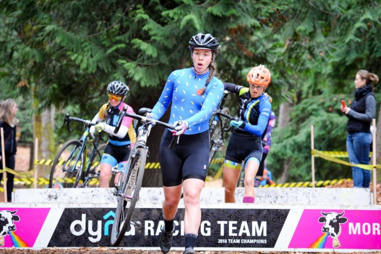 The women's Cat 3 race and series were a battle to the finish. 2017 MFG Cyclocross Woodland Park. photo: Cro Foot Photography