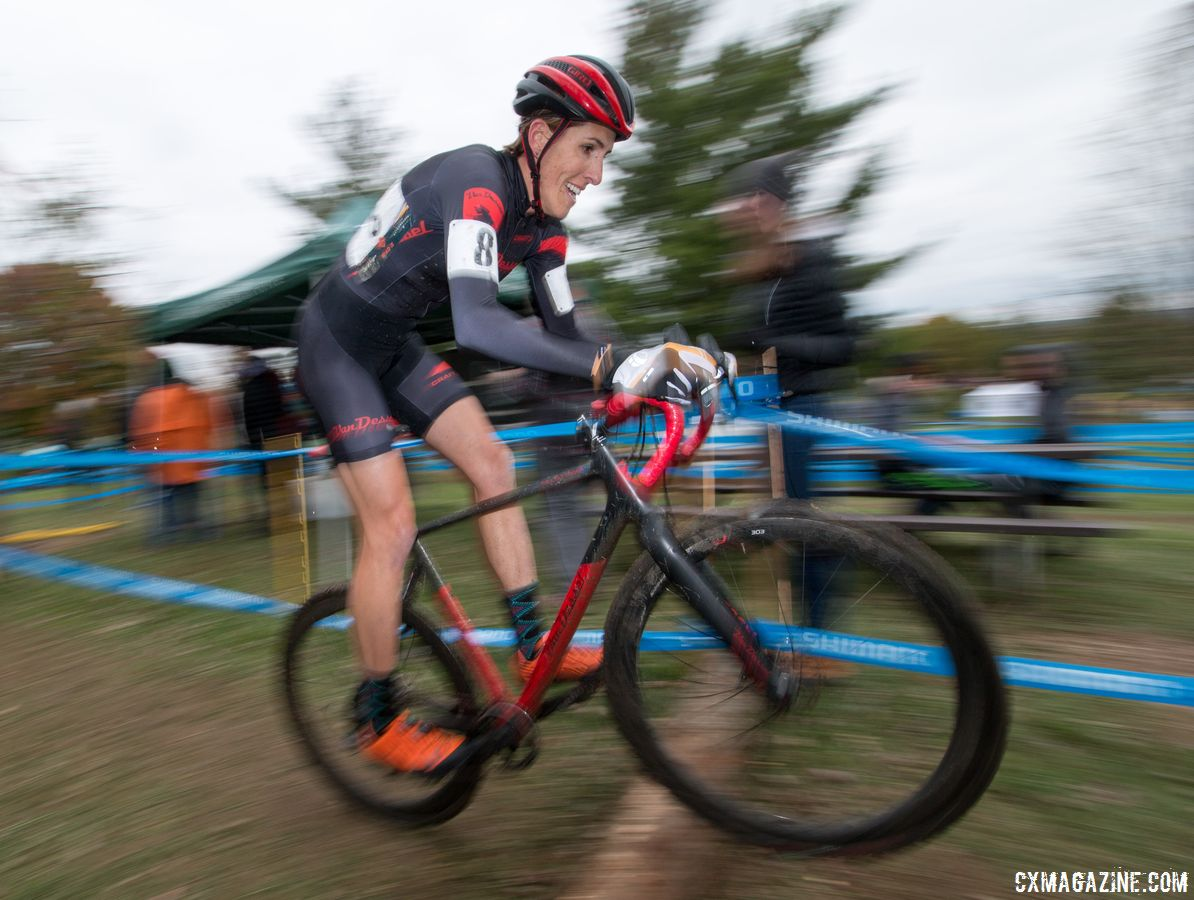 Running, hopping, Sunny Gilbert does it all on the cyclocross course. Elite Women, 2017 Cincinnati Cyclocross, Day 2, Harbin Park. © Cyclocross Magazine