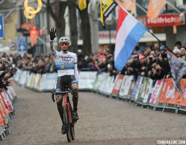Mathieu van der Poel won his fourth Elite Dutch National Championship on Sunday. © B. Hazen / Cyclocross Magazine
