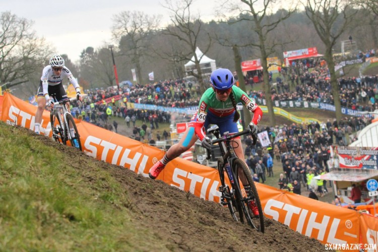 Eva Lechner and Sanne Cant battled early on. 2018 Hoogerheide World Cup. © B. Hazen / Cyclocross Magazine