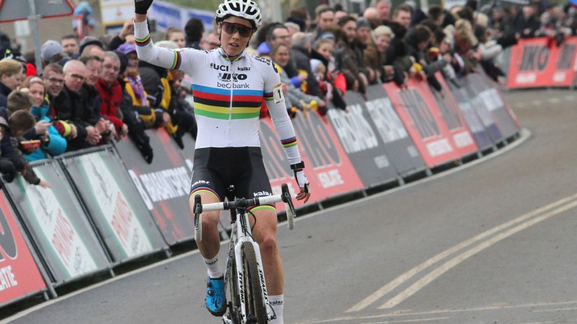 Sanne Cant took the win and the World Cup overall at Hoogerheide. 2018 Hoogerheide World Cup. © B. Hazen / Cyclocross Magazine