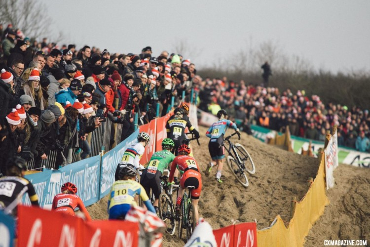 The sand dunes of Koksijde served up its difficult hills and made for plenty of contact by riders trying to find the right line and rut. 2018 - Belgian Cyclocross National Championships © Cyclephotos / Cyclocross Magazine