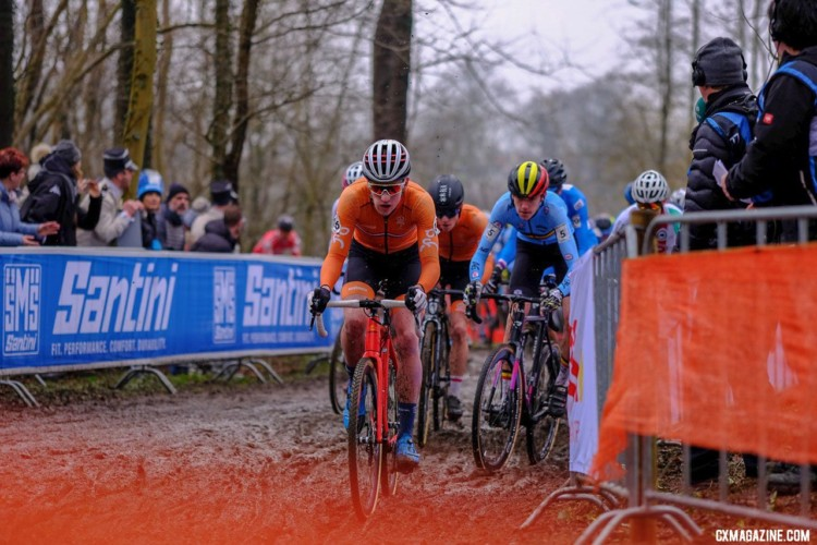 The race featured a large group at the front before a selection was made. Junior Men, 2018 UCI Cyclocross World Championships, Valkenburg-Limburg, The Netherlands. © Gavin Gould / Cyclocross Magazine