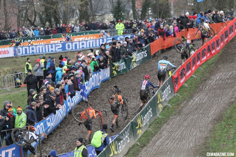 Elle Anderson joins a group of riders near the front early on. She finished eighth. Elite Women. 2018 UCI Cyclocross World Championships, Valkenburg-Limburg, The Netherlands. © Bart Hazen / Cyclocross Magazine