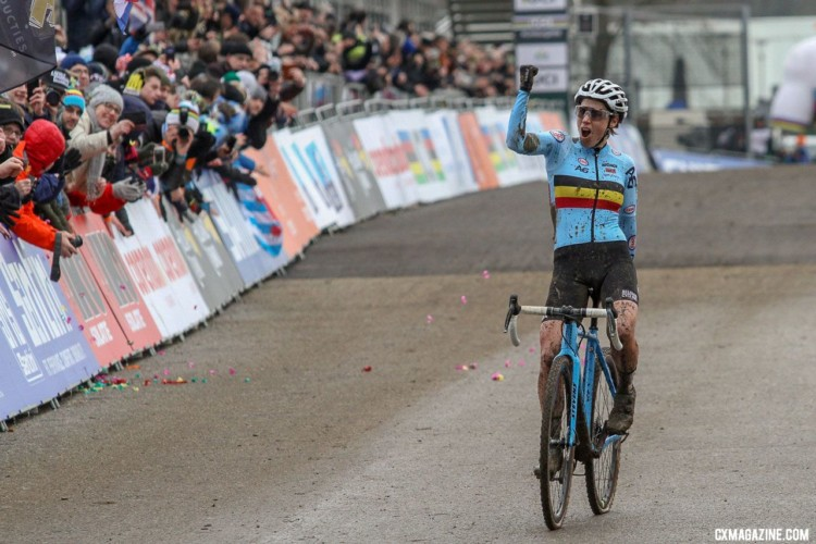 Sanne Cant celebrates her second-straight Worlds win. Elite Women. 2018 UCI Cyclocross World Championships, Valkenburg-Limburg, The Netherlands. © Bart Hazen / Cyclocross Magazine