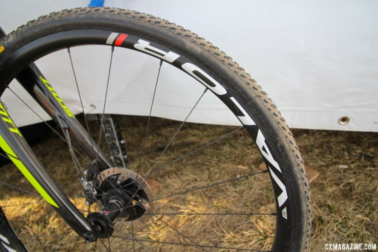 Stan's Valor carbon wheels use the brand's tubeless technology to assist users in setting up tubeless tires. Jake Wells' 2018 Nationals-Winning Singlespeed Scott Addict CX. © D. Mable / Cyclocross Magazine