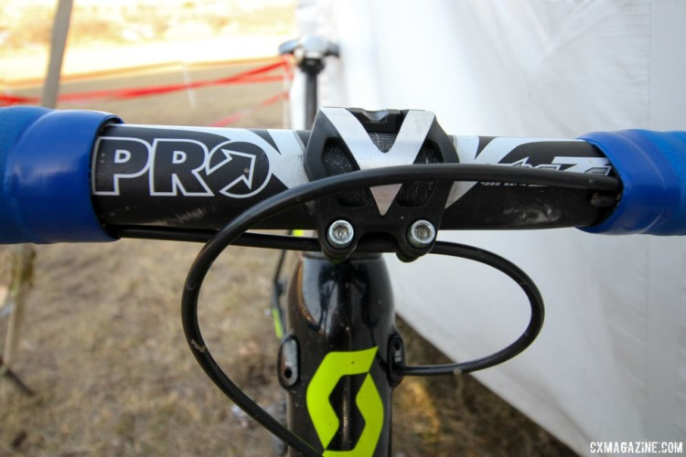 The PRO Vibe 7 handlebar is constructed from 7000 series aluminum and offers internal routing for Di2 cables. Jake Wells' 2018 Nationals-Winning Singlespeed Scott Addict CX. © D. Mable / Cyclocross Magazine
