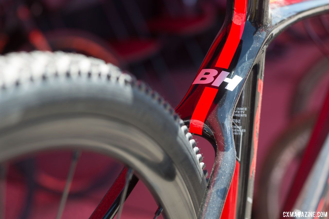 487def9ad4b The re-designed rear triangle has room for wider tires. BH Bikes Carbon RX