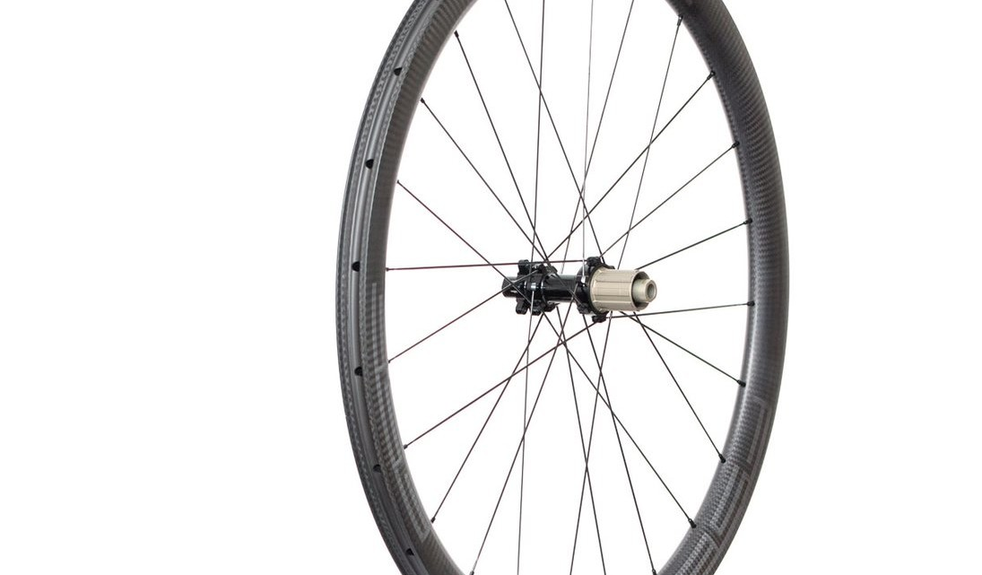 The rims on the G40/30X have a cliaimed weight of 440g, but they are likely closer to 400g. The wheelset weighs 1,341g total. FSE G40/30X carbon tubeless gravel wheels. © Cyclocross Magazine
