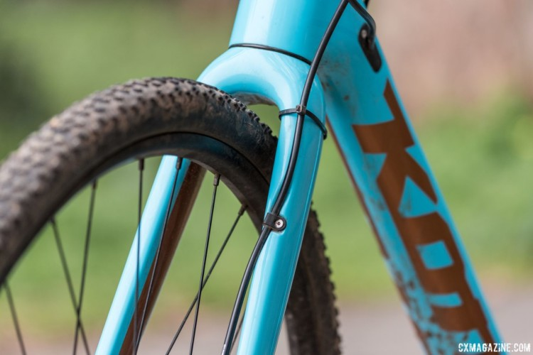 The brake line runs externally along the front fork. 2018 Kona Major Jake cyclocross bike. © C. Lee / Cyclocross Magazine