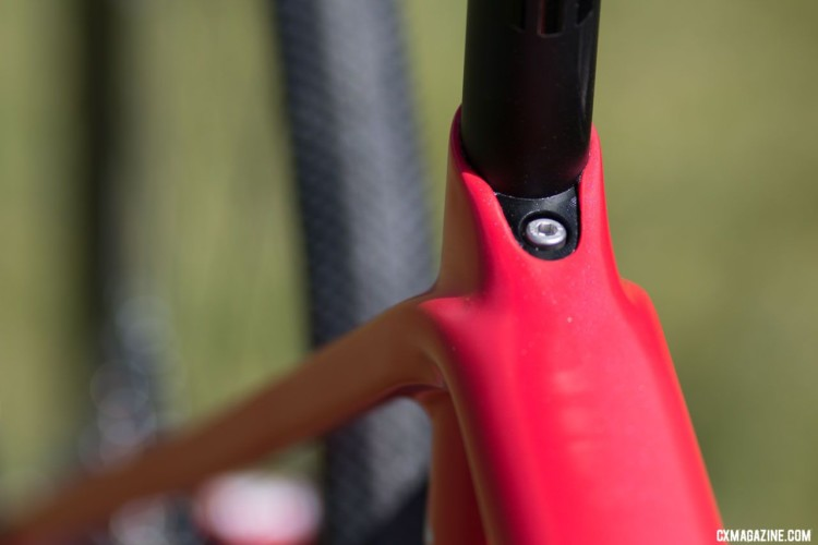 Hidden seat post clamp keeps the look clean. Spot X Allied Allroad gravel bike. 2018 Sea Otter Classic. © Cyclocross Magazine