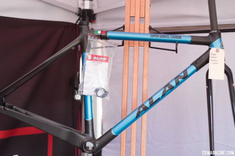 Alan offers the Super Gravel with or without fender and rack mounts. © Cyclocross Magazine