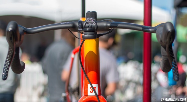 The Exploro is an areo gravel bike, so the wing profile handlebar is less out of place than it initially seems. © Cyclocross Magazine