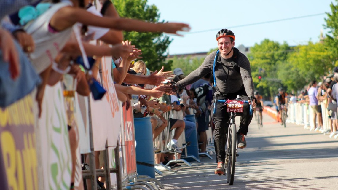 Fans and finishers welcome home everyone who finishes the Dirty Kanza. 2018 Dirty Kanza 200. © Z. Schuster / Cyclocross Magazine