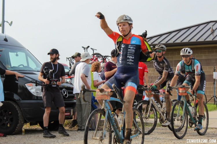 The first step in a good pit stop is finding your pit crew, which was easier said than done at times. 2018 Dirty Kanza 200. © Z. Schuster / Cyclocross Magazine