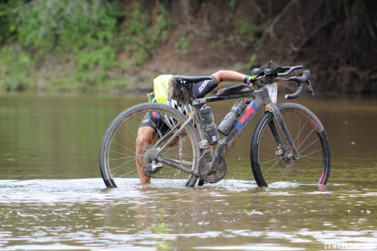 The creek crossing provided a good spot to cool off. 2018 Dirty Kanza 200. © Z. Schuster / Cyclocross Magazine