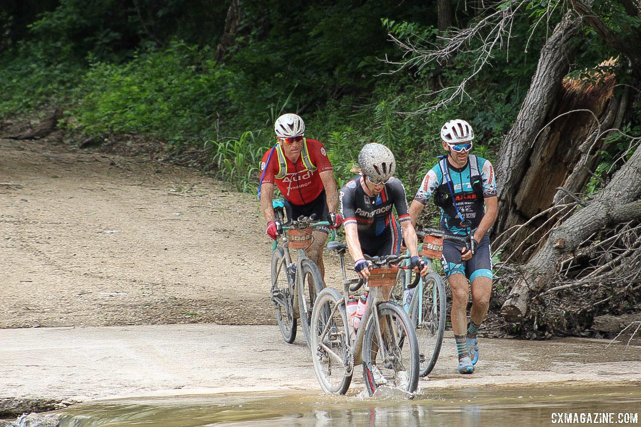 Ian Tubbs was with Mat Stephens and Geoff Kabush at mile 130. 2018 Dirty Kanza 200. © Z. Schuster / Cyclocross Magazine