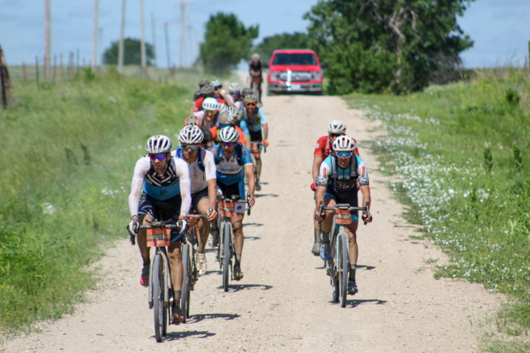 After the two big climbs between miles 65 and 75, the lead group shrunk to about 20. 2018 Men's Dirty Kanza 200. © Z. Schuster / Cyclocross Magazine