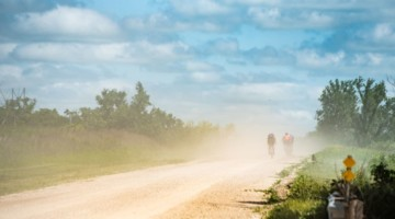 After the morning rains, dust became common in the afternoon. 2018 Dirty Kanza 200. © Ian Matteson/ ENVE Composites