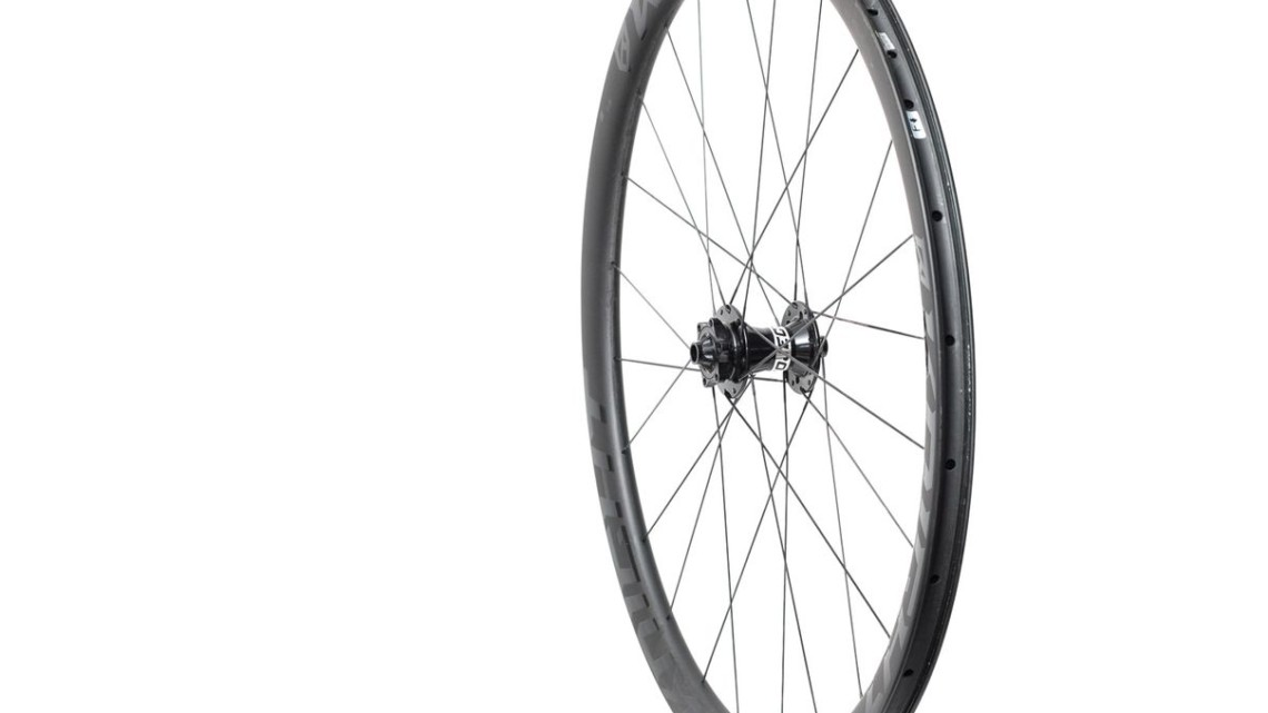 The wheelset features a 740-gram front wheel with 24 bladed spokes laced 2x. Knight Composites 35 Clincher TLA Disc. © Cyclocross Magazine