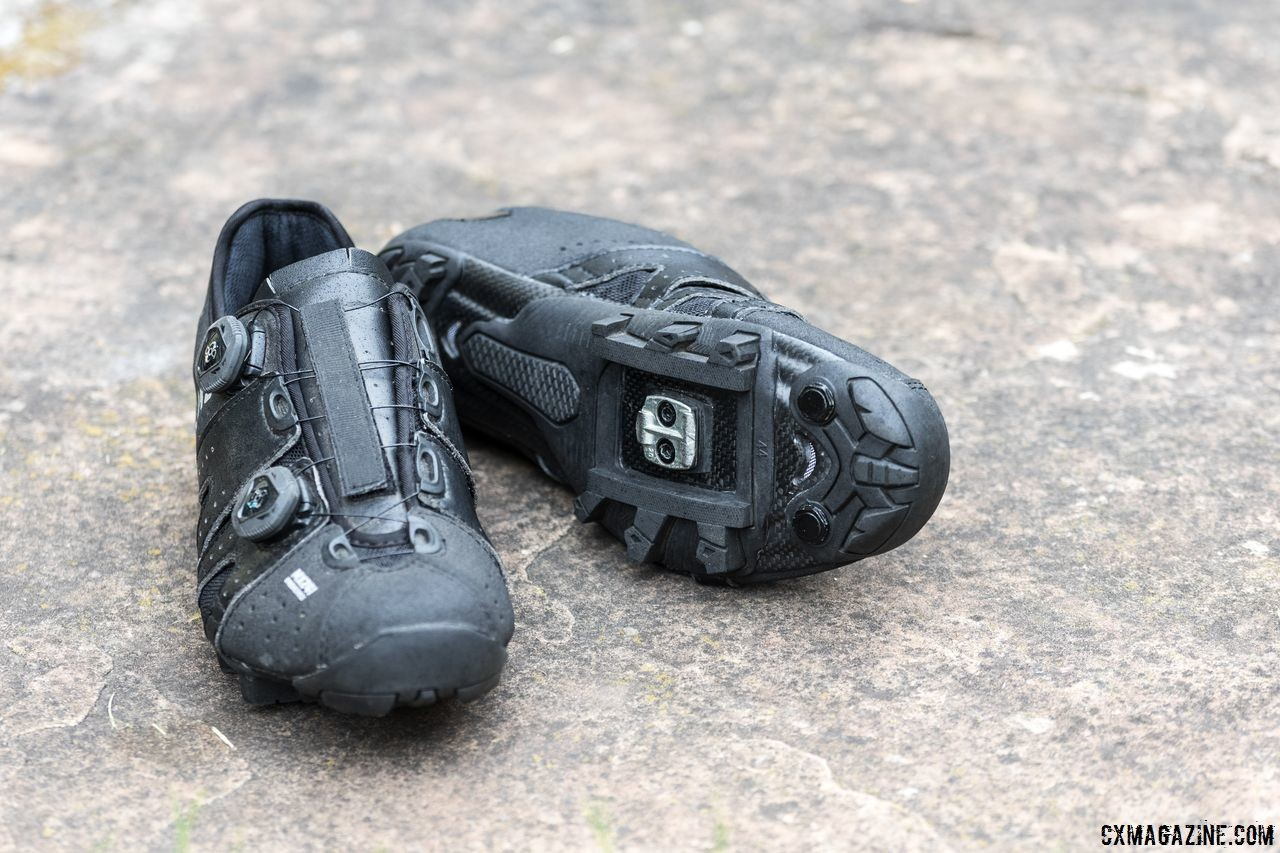 The leather Lake Cycling MX 241 Endurance cycling shoes provide comfort and an adjustable fit thanks to the leather panels and BOA closure system. © C. Lee / Cyclocross Magazine