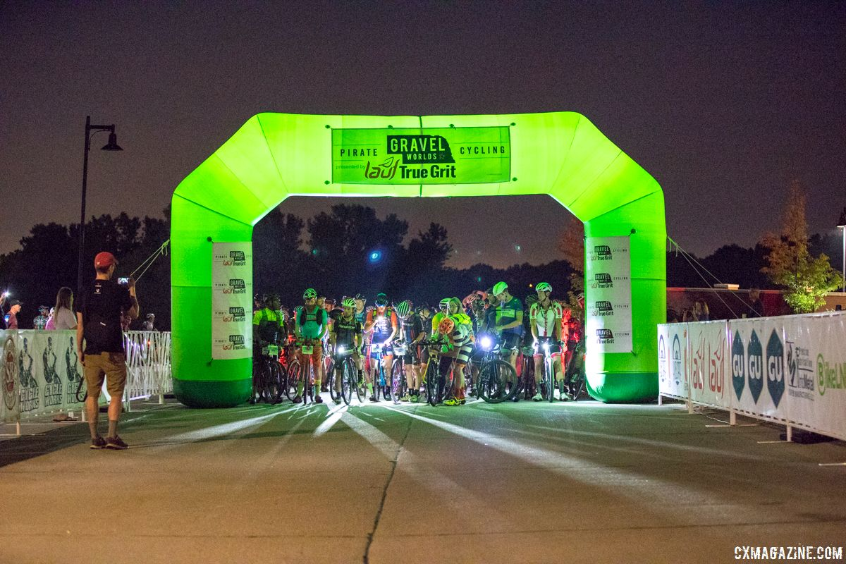 The green start line ballon made the start easy to find in the pre-dawn dark. 2018 Gravel Worlds © Robert Clark / Cyclocross Magazine
