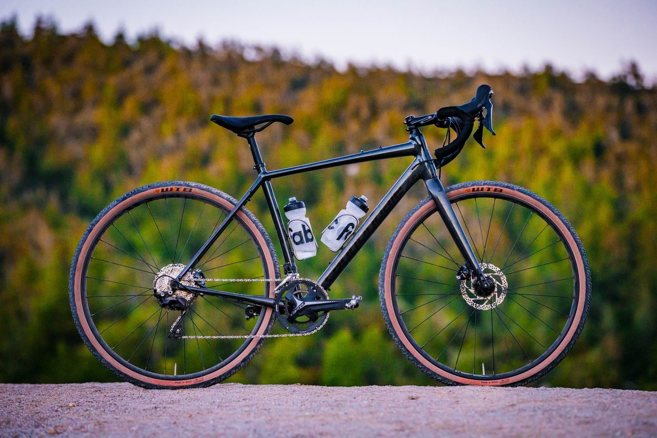The Topstone 105 comes with a Shimano 105 drivetrain and WTB Nano TCS tan wall tires. photo: Cannondale