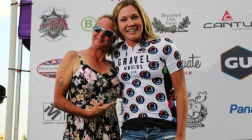 Alison Tetrick won the Randy Gibson QOM jersey presented by his wife Christy. 2018 Gravel Worlds © Z. Schuster / Cyclocross Magazine