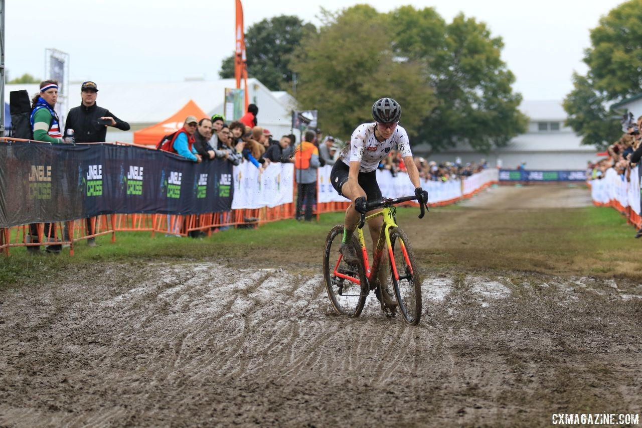 The mud made the end of Maghalie Rochette's race a bit of an adventure. 2018 Jingle Cross Day 3, Sunday. © D. Mable / Cyclocross Magazine