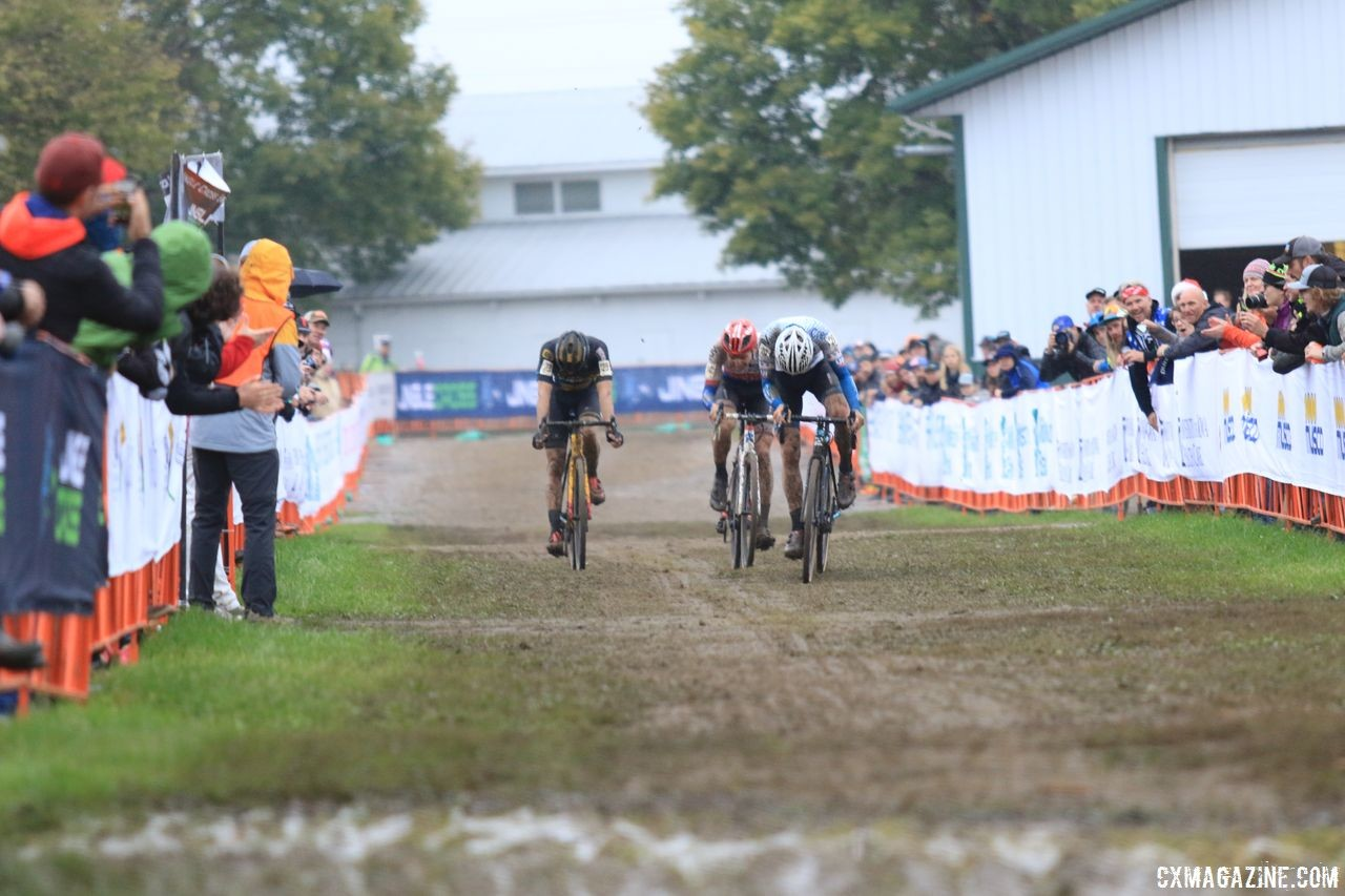 Wouters, Boros and Aernouts sprint to the finish. 2018 Jingle Cross Day 3, Sunday. © D. Mable / Cyclocross Magazine