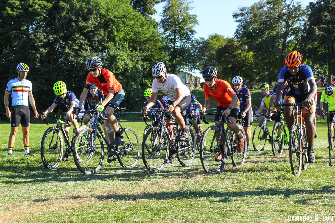 The clinic started with start drills. 2018 Sven-Nado Clinic, Chicago. © Cyclocross Magazine / Z. Schuster