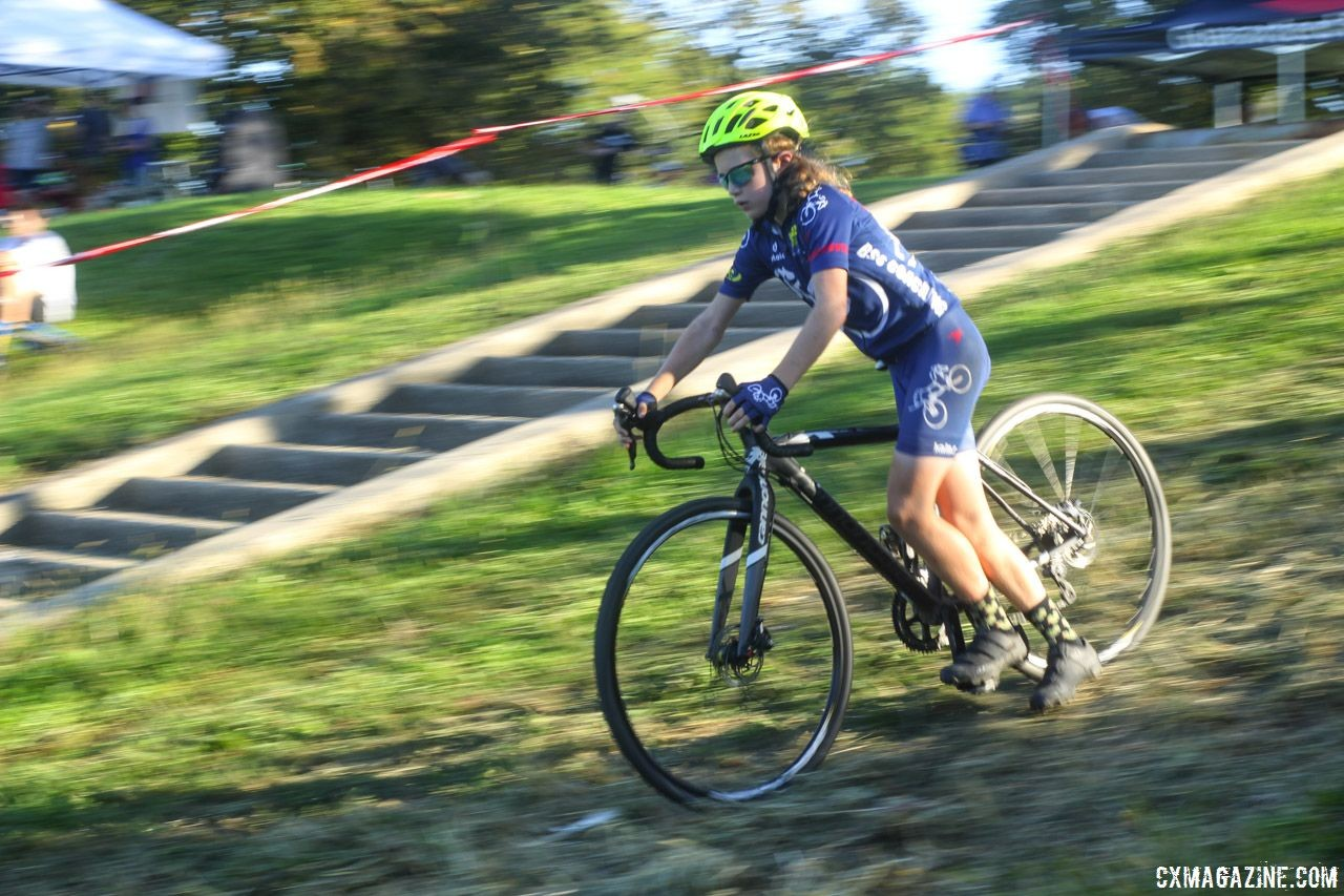 The Svens had clinic attendees coast down a hill while clipped in on one foot. 2018 Sven-Nado Clinic, Chicago. © Cyclocross Magazine / Z. Schuster