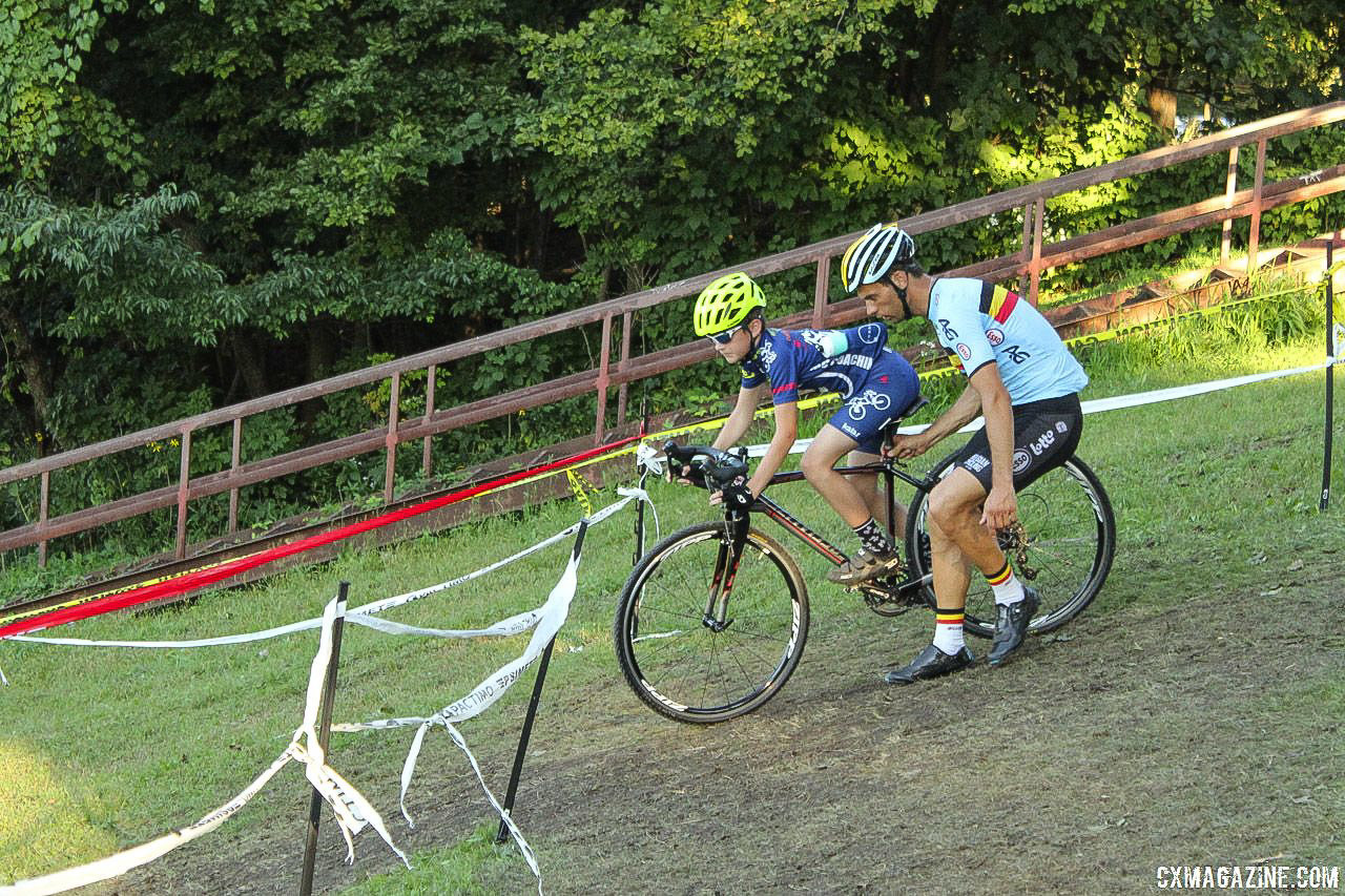 Sven Vanthourenhout helped younger riders navigate the steep downhill switchbacks. 2018 Sven-Nado Clinic, Chicago. © Cyclocross Magazine / Z. Schuster