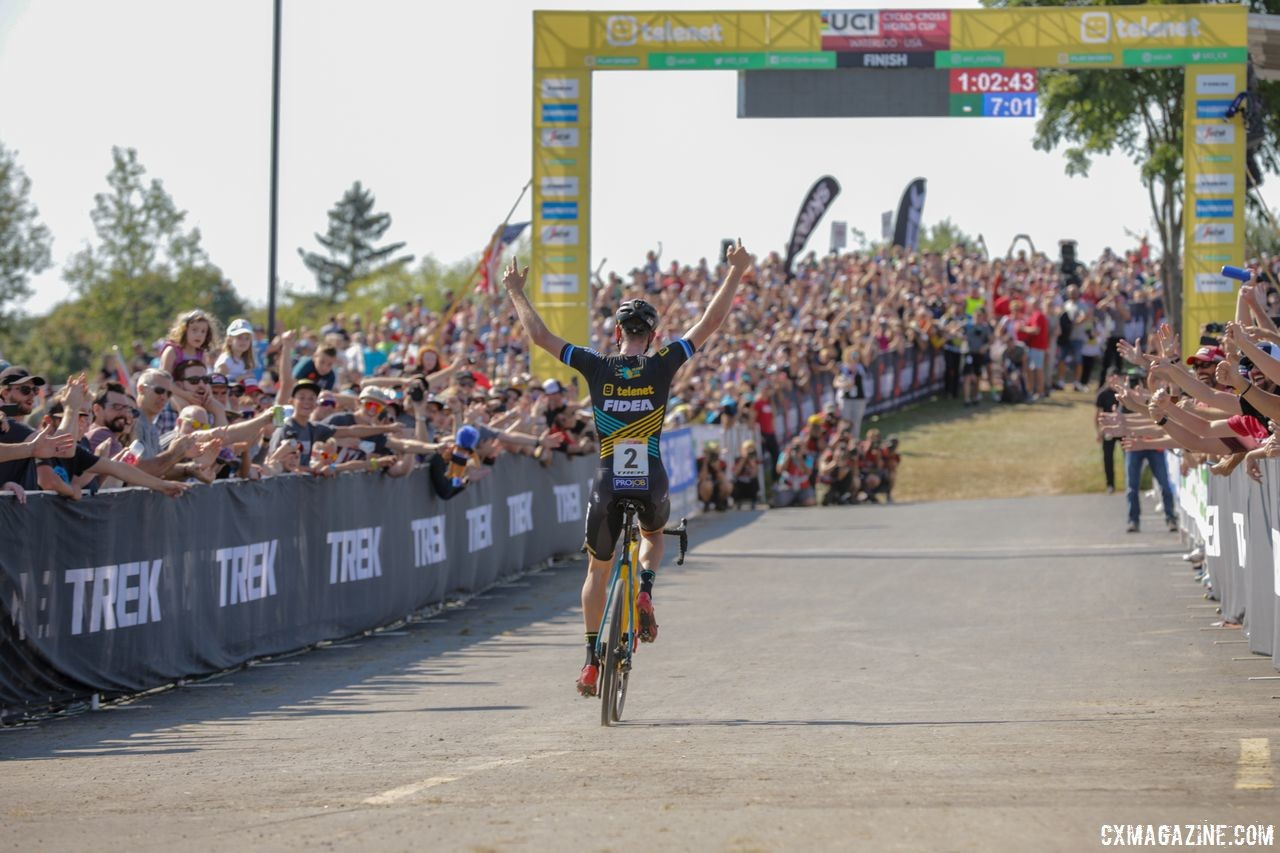 An impressive crowd came out to watch the racing in Waterloo. 2018 World Cup Waterloo. © R. Clark / Cyclocross Magazine