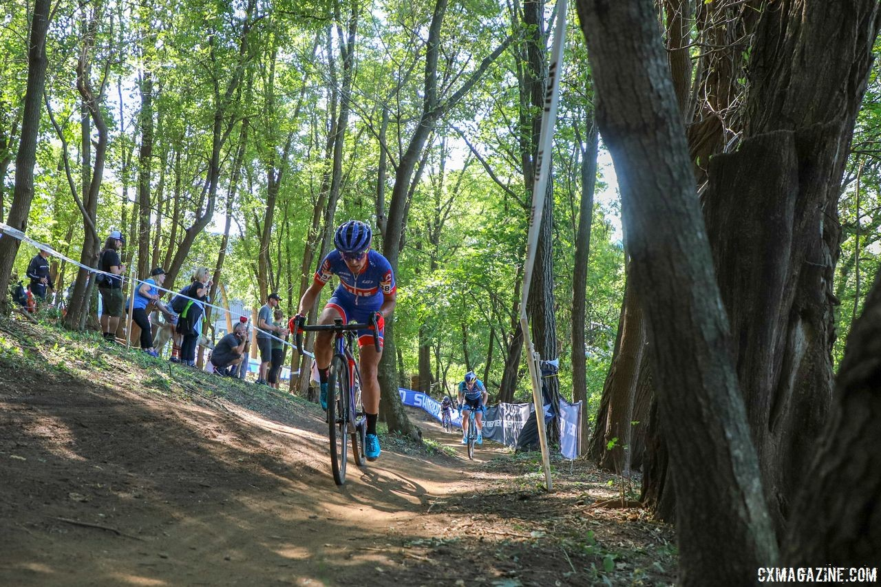 Katerina Nash pushes through the woods. 2018 World Cup Waterloo. © R. Clark / Cyclocross Magazine