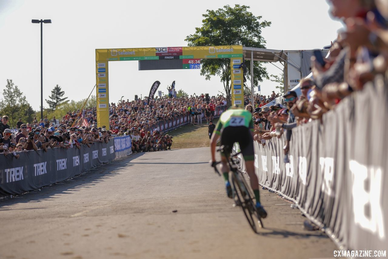 Marianne Vos sprints to the finish as fans and media await. 2018 World Cup Waterloo. © R. Clark / Cyclocross Magazine