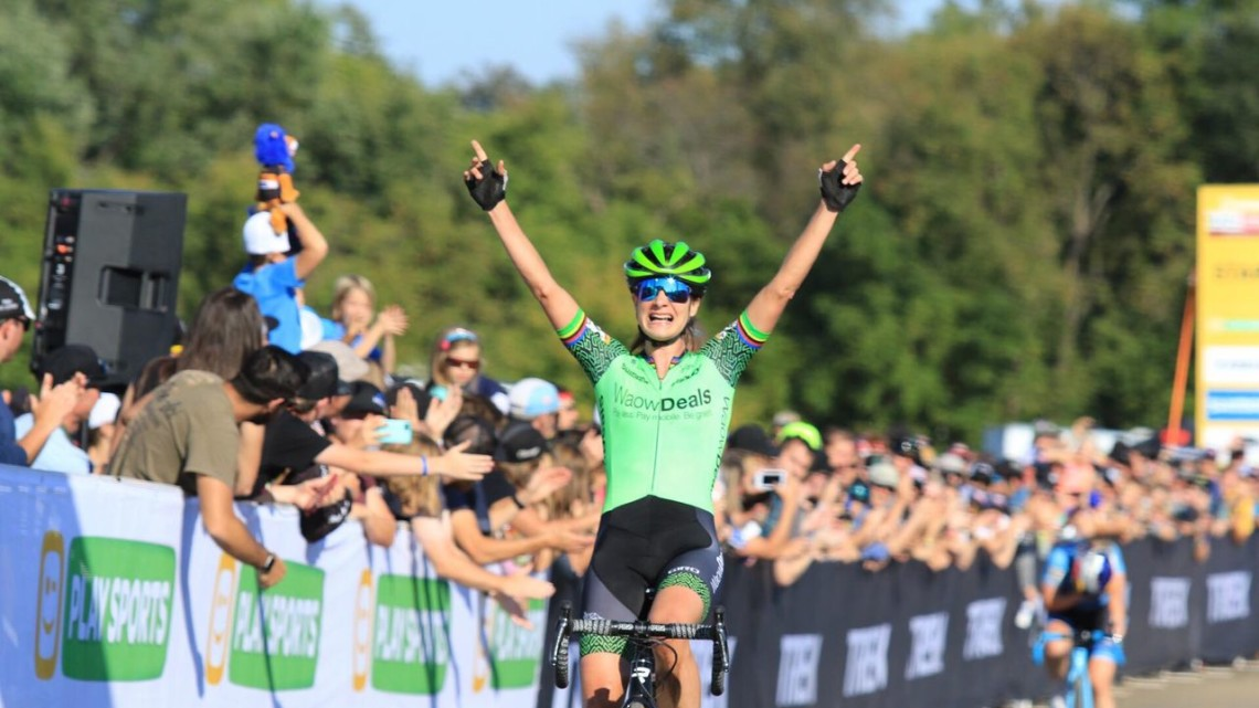 Marianne Vos takes the 2018 World Cup Waterloo. © D. Mable / Cyclocross Magazine