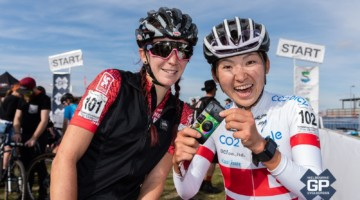 Miho Amai and Sammi Runnels pose for an old-school selfie. 2018 Melbourne Grand Prix of Cyclocross, Australia © Ernesto Arriagada