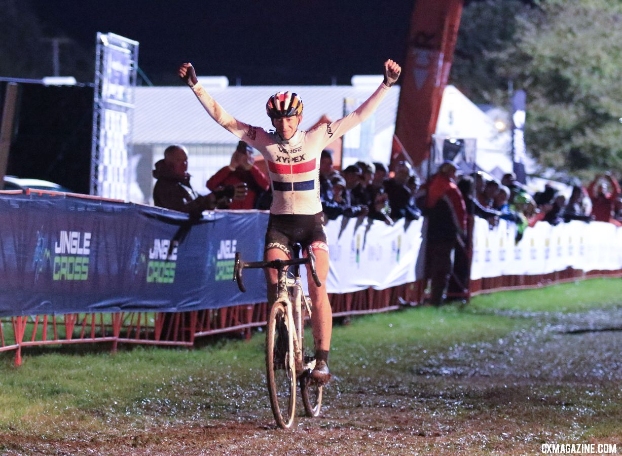 There were good things in Iowa, including a win by Helen Wyman on Friday night. 2018 Jingle Cross Day 1. © D. Mable/ Cyclocross Magazine