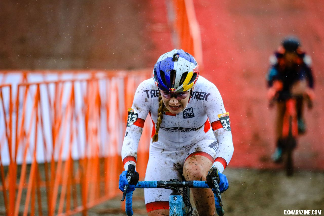 Evie Richards reclaimed her second place after losing it briefly due to a bike change. 2018 Jingle Cross World Cup. © D. Mable / Cyclocross Magazine
