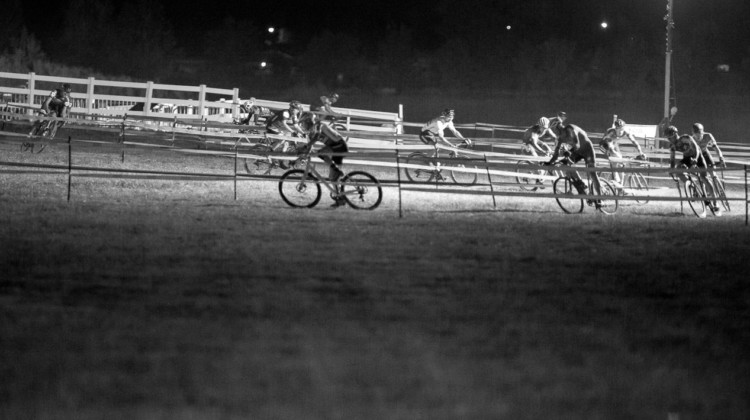 The 2018 RenoCross men's race offered little technical challenges but thin air and thick grass. The result? Pack racing. © J. Silva / Cyclocross Magazine
