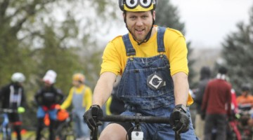 Minion Matt Riley waits at the start. 2018 Cross Fire, Sun Prairie, Wisconsin. © Z. Schuster / Cyclocross Magazine