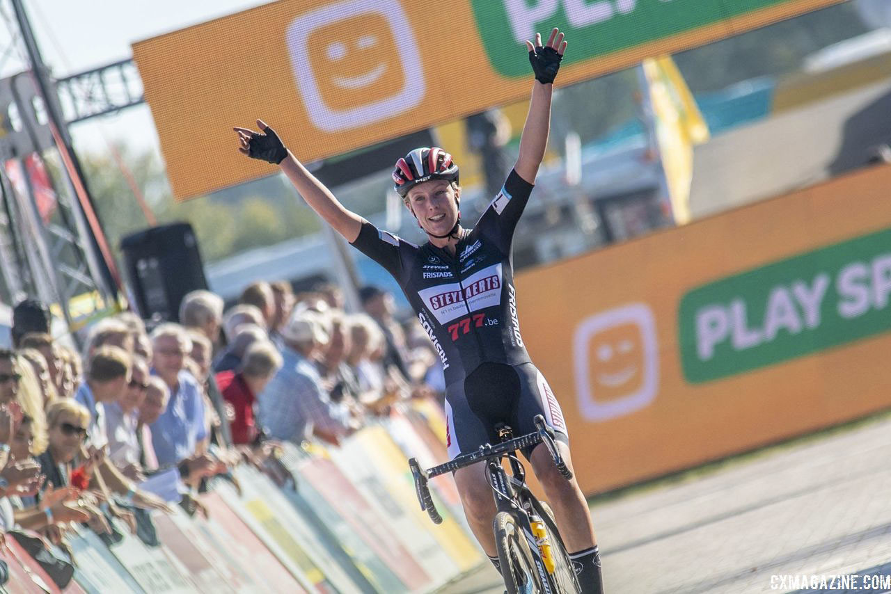 Annemarie Worst celebrates the biggest win of her Elite career. 2018 Superprestige Gieten. © B. Hazen / Cyclocross Magazine