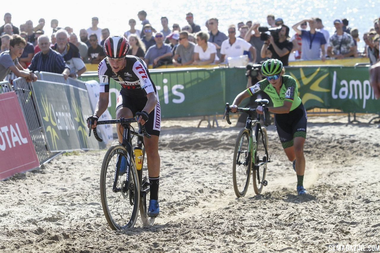 Staying on the bike in the sand was the key to Annemarie Worst's win in Gieten. 2018 Superprestige Gieten. © B. Hazen / Cyclocross Magazine