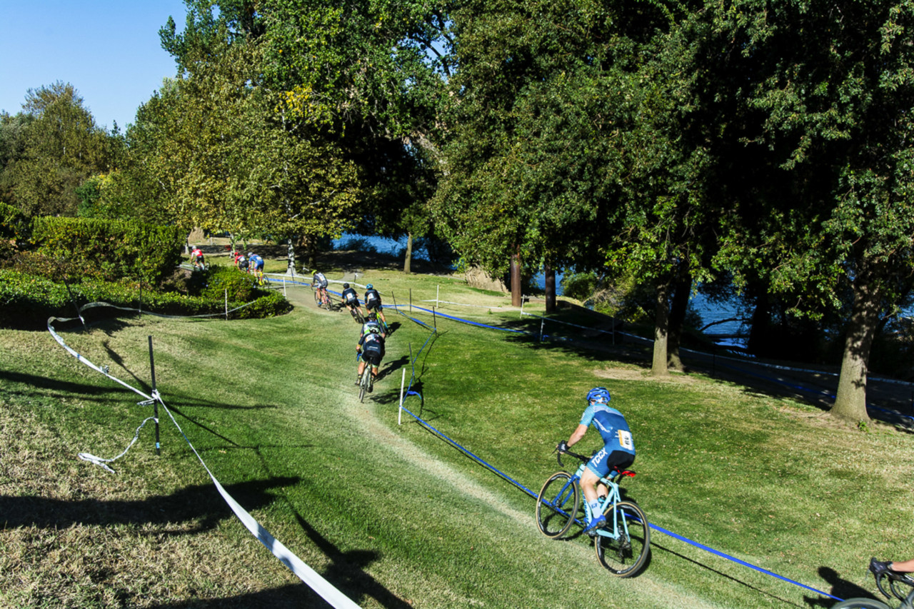 The men wind their way through the park. 2018 West Sacramento Cyclocross Grand Prix Day 2. © L. Lamoureux